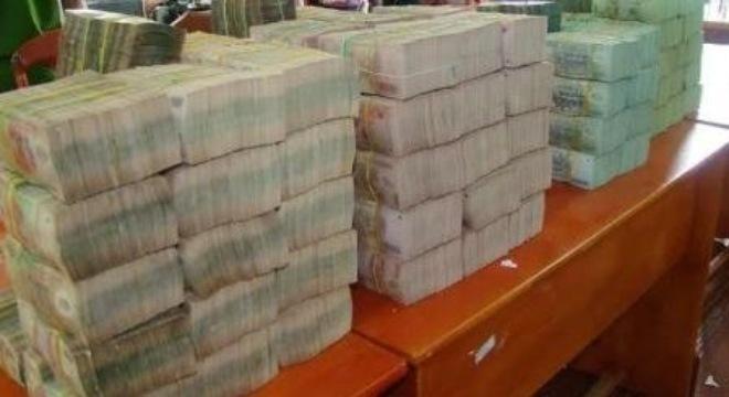 Bắt ôtô chở 18 tỷ đồng qua Campuchia