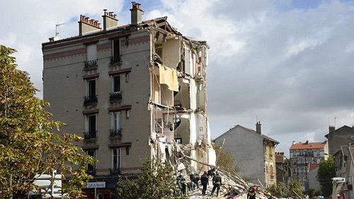 Nổ lớn đánh sập tòa chung cư ở Paris, nhiều người chết