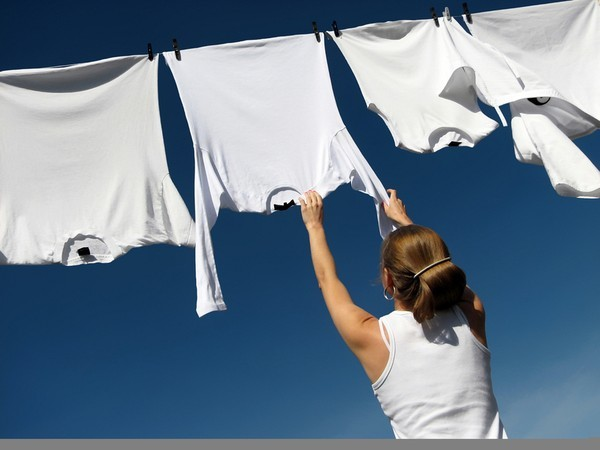 Mẹo làm sạch 6 vết bẩn cứng đầu nhất trên quần áo