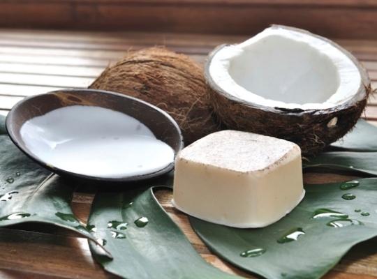 Làm đẹp đơn giản và hiệu quả với dầu dừa