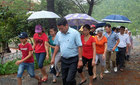 Thời sự trong ngày: Đội mưa viếng mộ Đại tướng