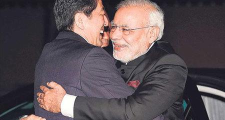 Lo ngại tham vọng TQ, Nhật-Ấn siết chặt tay