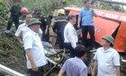 Bộ trưởng Thăng bám dây thừng tiếp cận xe khách gặp nạn