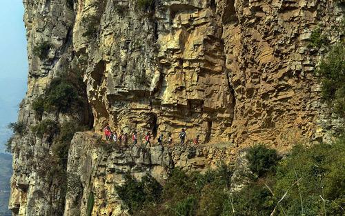 25 con đường đi học hiểm nguy nhất thế giới