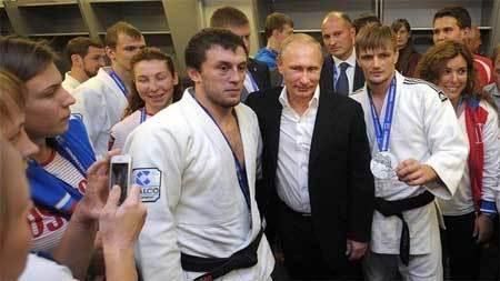 Putin: Chỉ mất 2 tuần để chiếm Ukraina