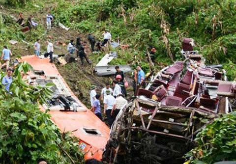 Thủ tướng chia buồn vụ tai nạn xe khách Lào Cai
