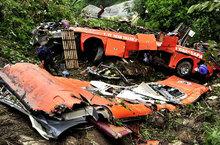 Hình ảnh chiếc xe khách nát vụn dưới vực sâu 200m