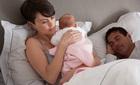 """Chồng ly hôn rồi đẩy tôi và con 1 tháng tuổi vào cảnh """"không nhà"""""""