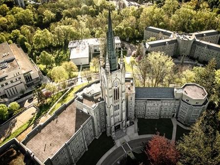 20140903173205 12 Điểm danh các khuôn viên đại học tuyệt đẹp tại Canada