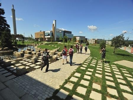 20140903173826 22 Điểm danh các khuôn viên đại học tuyệt đẹp tại Canada
