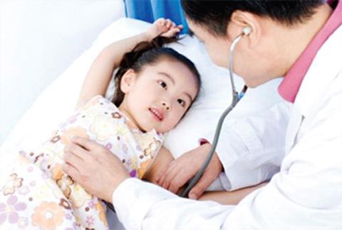 trẻ ốm, giao mùa, chăm sóc