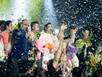 Khán giả đạp vỡ kính, chen lấn trong liveshow Ngọc Sơn