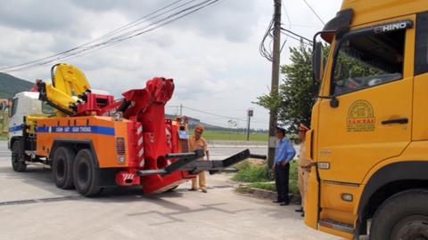 Bắt đoàn xe siêu tải 'lọt' trạm cân 6 tỉnh