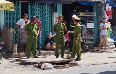 Hàng chục người nhái tìm bé trai mất tích dưới cống