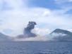 Khoảnh khắc núi lửa bất ngờ bùng nổ