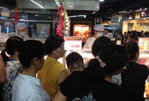 70.000 đồng/con: Chen lấn mua 'đặc sản' gà thải loại