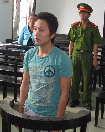 Ngoan cố, hiếp dâm, em vợ, mẹ vợ, 2 năm tù, Khánh Hòa, phiên tòa