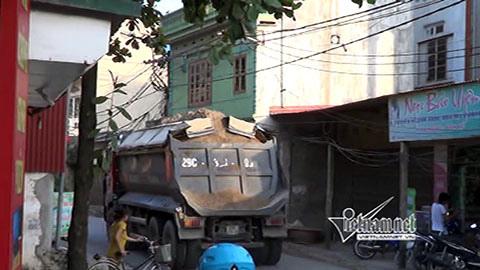 Xe quá tải vô tư 'vượt' biển cấm ngay tại Hà Nội