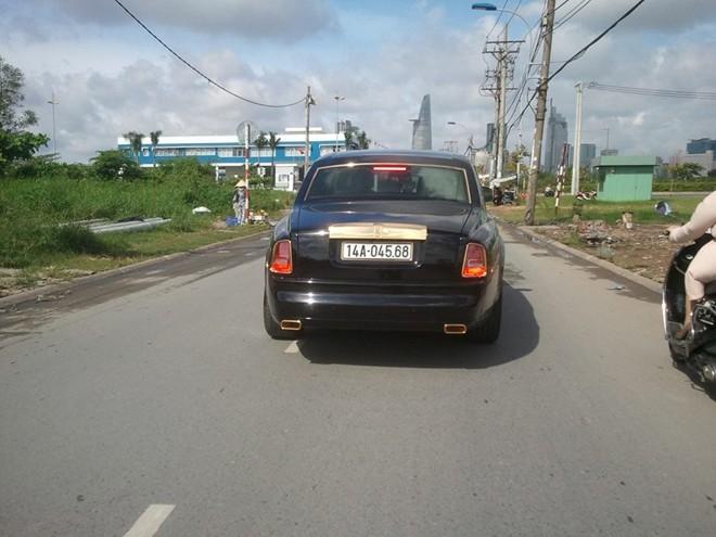 Rolls-Royce mạ vàng biển Quảng Ninh dạo phố Sài Gòn