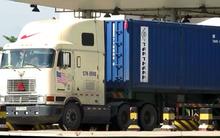 Cảnh xe quá tải ào ào vượt trạm cân