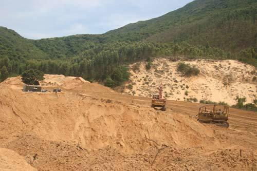 Hy hữu Bình Định: Cho hai DN thuê một mảnh đất