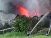 Cột khói bao trùm, xưởng đế dép chìm trong biển lửa