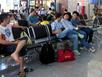 Chuyến bay chậm 3 tiếng, khách được phục vụ ăn uống