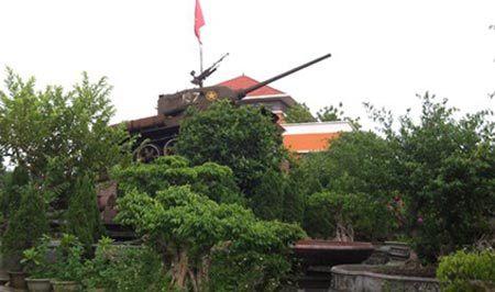 Đại gia 'xe tăng' trong khu vườn 5.000 đại thụ cổ quái