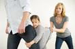 Li dị vì vợ thiếu nợ, quyền nuôi con tính sao?