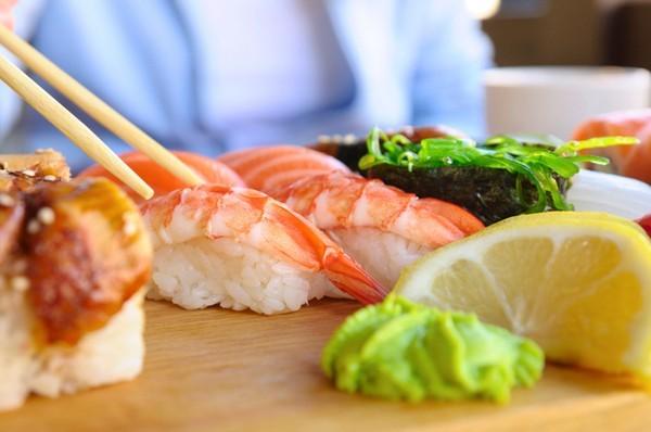 trẻ lâu, ăn cá, rau xanh