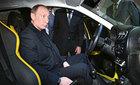 Vững tin cùng Putin, dân Nga đi Lada, ăn bánh mỳ muối
