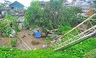 Cột phát sóng cao 35 mét ở Quảng Ninh bị bão quật đổ