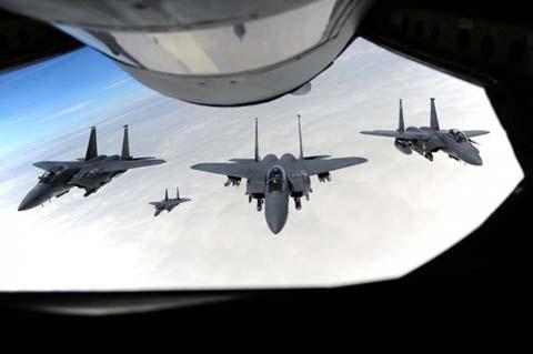 Máy bay chiến đấu tiếp đất với một bên cánh