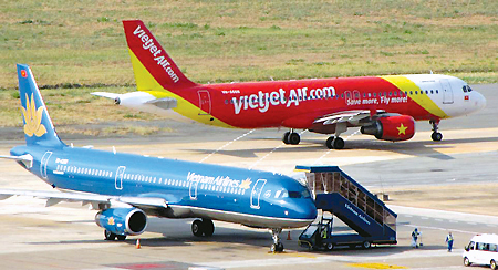 Lệ phí sân bay, phí soi chiếu an ninh tăng... có thể buộc các hãng hàng không phải xem xét điều chính giá vé máy bay
