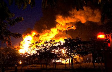 Đang cháy lớn tại Khu công nghiệp VSIP Bình Dương