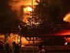 Hàng trăm cảnh sát vật lộn với đám cháy lớn