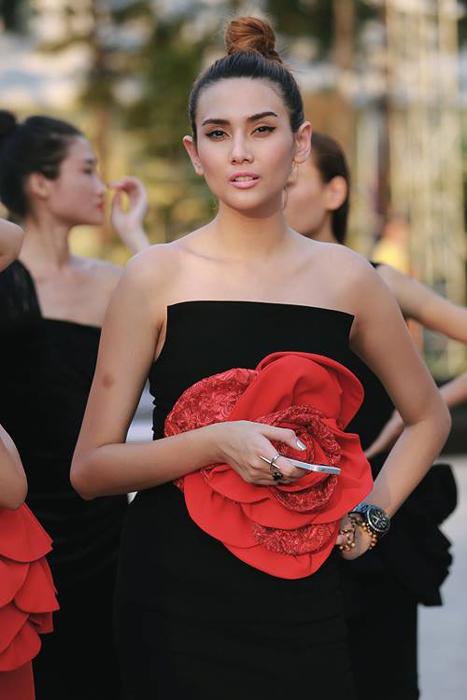 Hà Hồ sành điệu từ bé, Tóc Tiên diện váy 'hư hỏng'