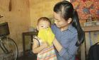Cô sinh viên nghèo gạt nước mắt rời giảng đường