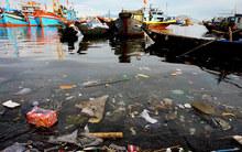 Rác ngập ngụa cảng cá lớn nhất nhì miền Trung