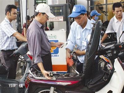 Giảm giá dầu, giữ nguyên giá xăng