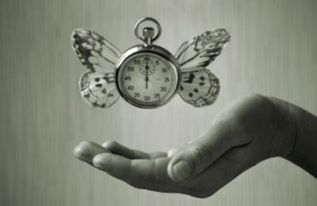 Vì sao thời gian trôi nhanh hơn khi về già?