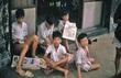 Khung hình độc về những đứa trẻ 'lam lũ' trên phố thập niên 90