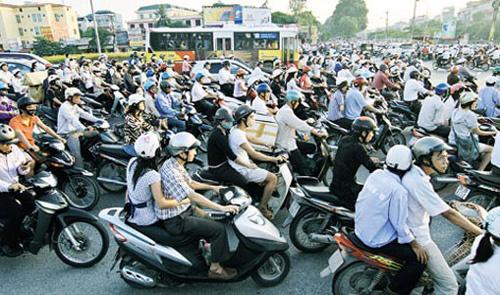 Chuyện khó nói: Đàn ông Việt thích đi xe máy nữ