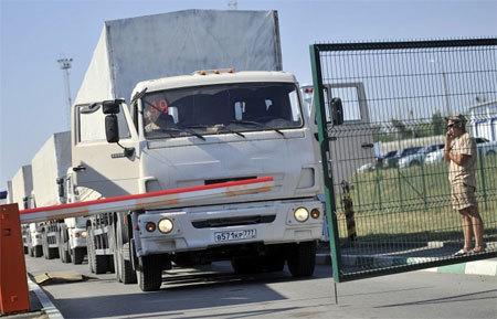 Thêm 200 xe tải Nga tiến vào Ukraina