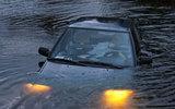 Xe ô tô lao xuống ruộng nước, 4 người chết ngạt