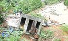 Mưa lũ gây sạt lở nghiêm trọng tại miền Tây Nghệ An