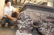 Chiếc sập gỗ trắc giá 1,5 tỷ đồng tại kho đồ cũ ở Hà Nội