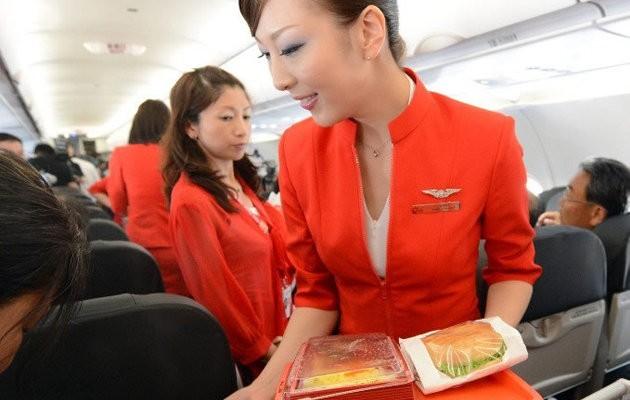 Bí mật rụng tóc, nứt da của đời nữ tiếp viên hàng không
