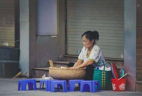 Ghế nhựa 'kể' câu chuyện về cuộc sống Việt Nam