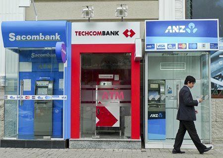 Mỗi thẻ ATM, ngân hàng siết 1,7 triệu tiền phí/ năm